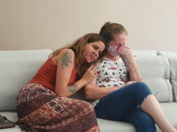 Dona Marlene chora ao saber da bolsa da filha- Foto: reprodução / Unimes
