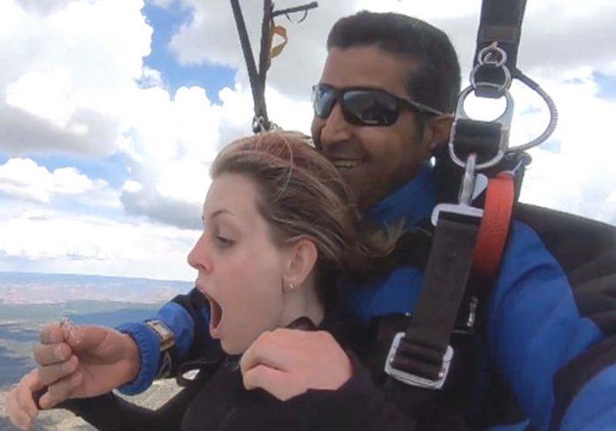 Pedido de casamento no ar - Foto: Wingman Skydive