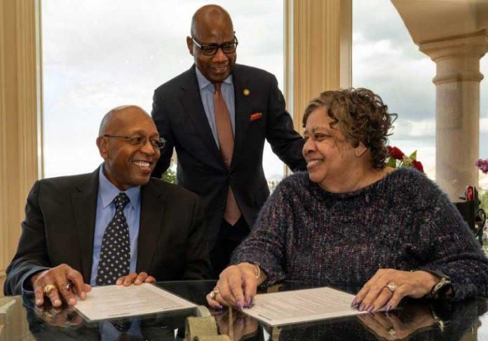 Calvin e Tina Tyler doaram US $ 60 milhões para ajudar alunos com dificuldades financeiras. - Foto: Morgan State University