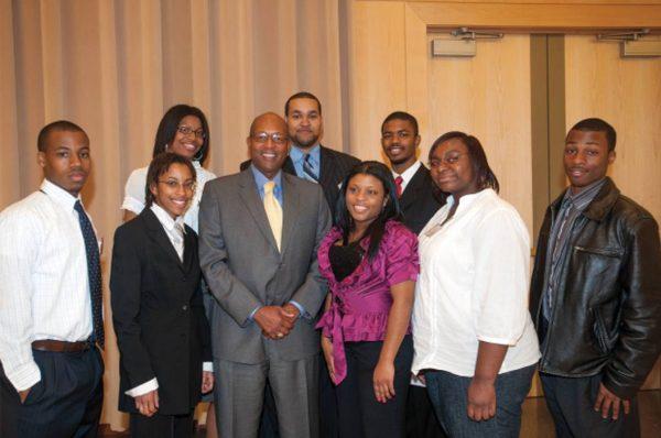 Alunos ajudados pelo banco de bolsas de estudos de Calvin e Tina Tyler. - Foto: Morgan State University