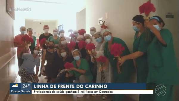 Equipe do Hospital da Vida, em Dourados, recebeu flores — Foto: Reprodução/TV Morena