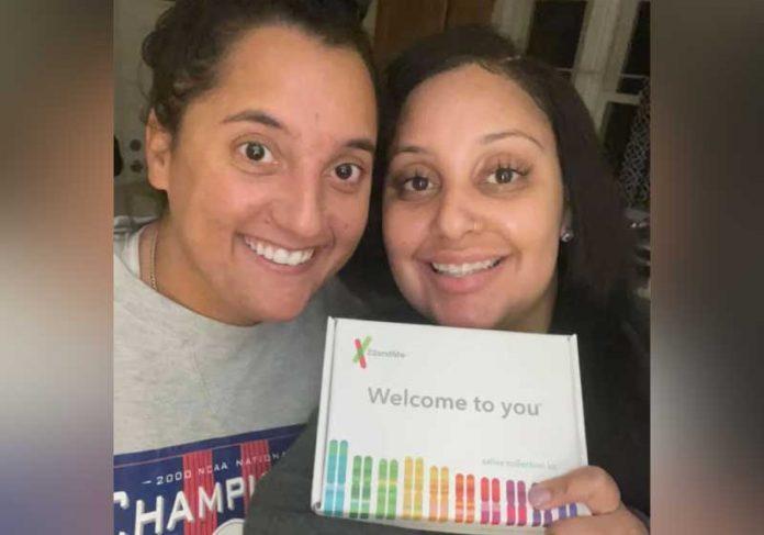Após anos de amizade, Julia Tinetti (à esquerda) e Cassandra Madison recentemente confirmaram que são irmãs biológicas. - Foto: reprodução Facebook
