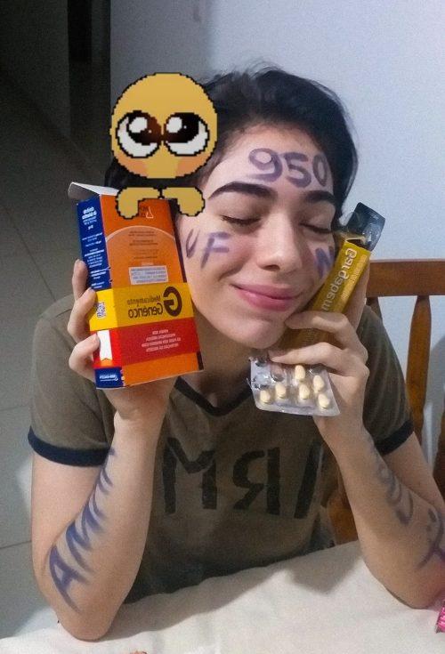 Eloísa fazendo meme com remédios - Foto: Redes Sociais/Reprodução