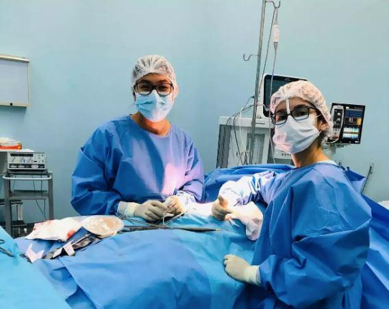 Dara em treinamento cirúrgico - Foto: arquivo pessoal