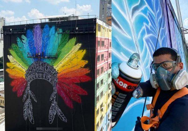 Cocar do Arco-íris na 25 de Março - Foto: reprodução / @Mena.011