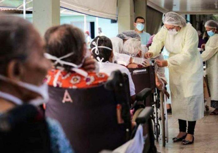 84% dos brasileiros agora querem se vacinar - Foto: Breno Esaki/Agencia Saúde DF