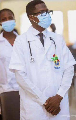 Após anos de muito sacrifício, o jovem realizou o sonho de cursar enfermagem. - Foto: UGC