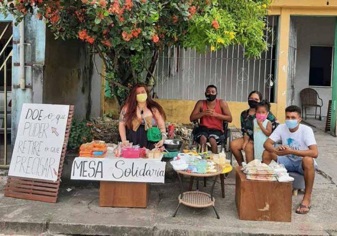 Mesa solidária feita por vizinhos no PA - Foto: reprodução / LeoNunes/Twitter