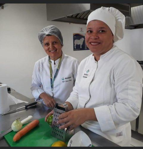 O amor que Vitória tem pela Gastronomia, a fez conquistar muitos clientes com seus quitutes - Foto: Agência Educa Mais Brasil