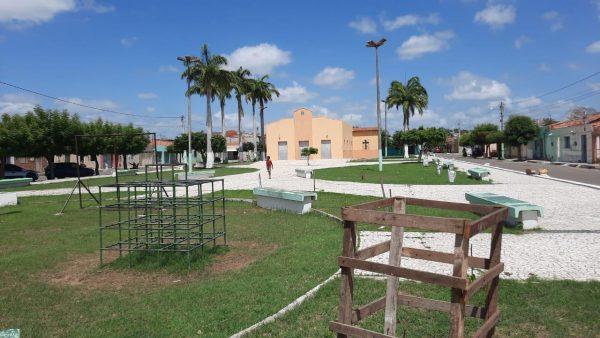 Praça que está sendo revitalizada por Emerson, em Iguatu, no Ceará. - Foto: Wanderbeg Belém