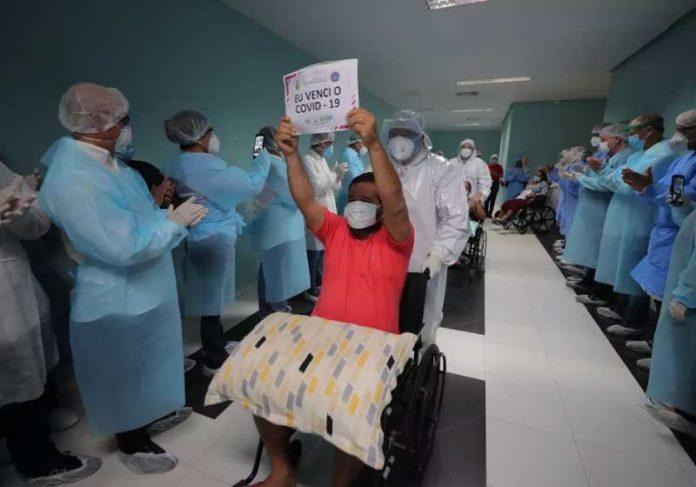 Amazonas registrou 670 vítimas da Covid-19. Queda de mortes traz esperança para população e governantes. — Foto: Diego Peres/Secom