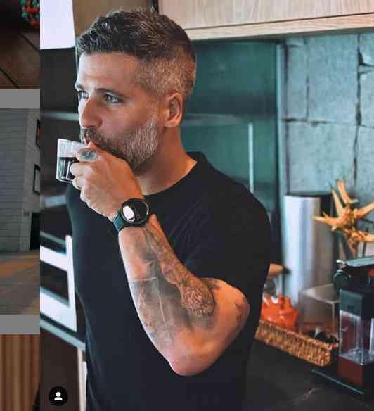 O ator Bruno Gagliasso em pausa para o café - Foto: reprodução / Instagram