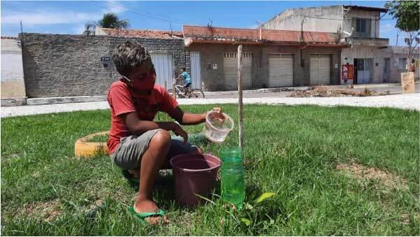 Com 11 anos, Emerson tomou para si a responsabilidade de cuidar da praça, se tornando o principal guardião do local - Foto: Wanderbeg Belém