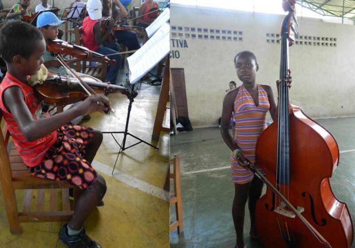 Crianças que aprendem música na Associação Essência - Foto: divulgação