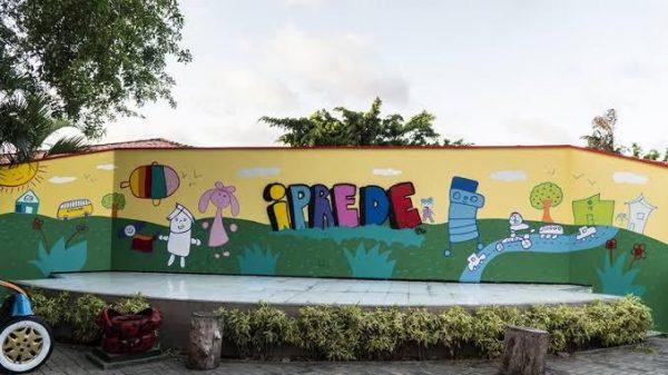Durante a pandemia, o IPREDE vem dando atenção a projetos de fabricação de máscaras e doações de cestas básicas em mais de 50 bairros da Capital cearense. - Foto: divulgação