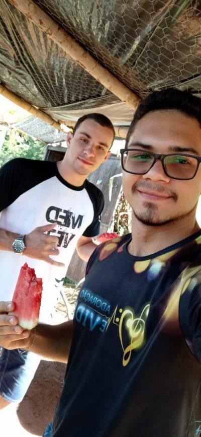 Kaian, a melancia e o amigo Lucas - Foto: arquivo pessoal