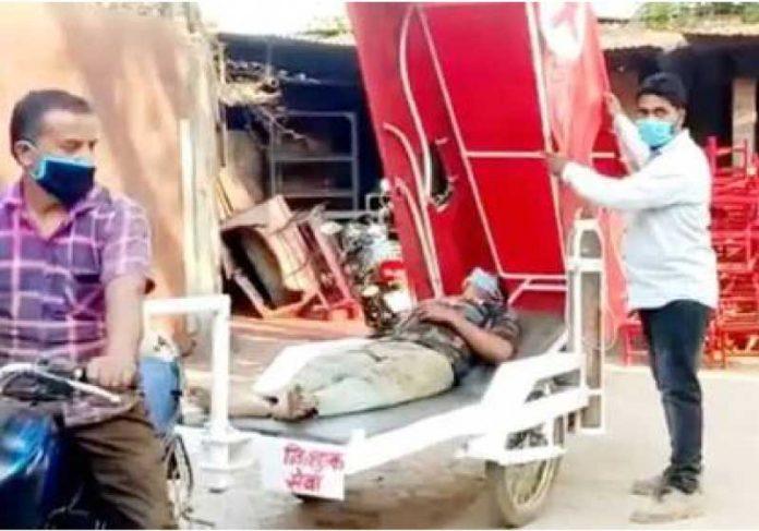 O engenheiro usa a ambulância alternativa para levar pacientes gratuitamente até o hospital. - Foto: reprodução Extra