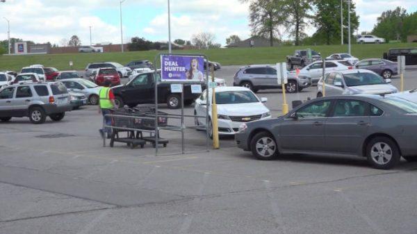 O estacionamento onde Ben salvou a criança - Foto: reprodução / Fox