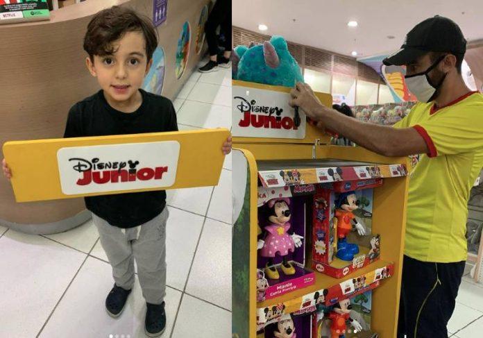 Dennis, a placa e o vendedor José - Fotos: reprodução / Instagram