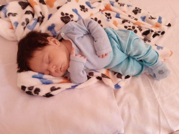 Gustavo Henrique dormindo tranquilo em casa - Fotos: arquivo pessoal