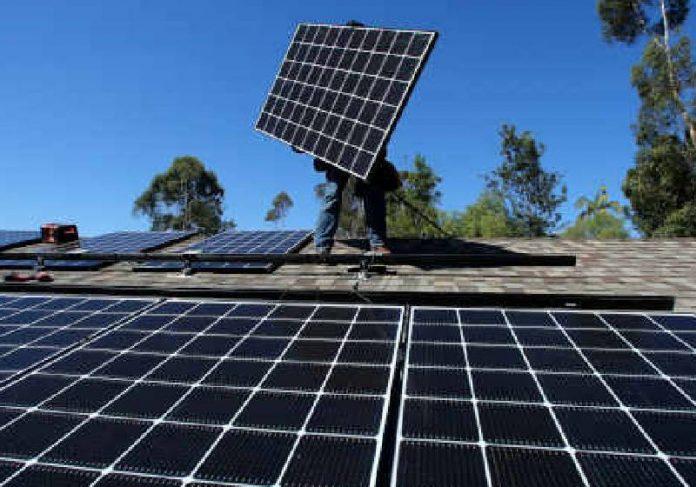 Painel de energia solar - Foto: REUTERS/Jean-Paul Pelissier