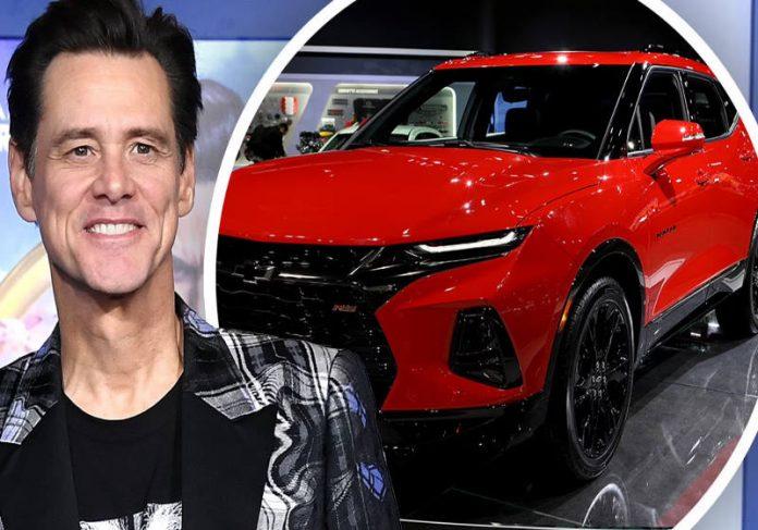 Jim Carrey sorteou o carro como reconhecimento pelo empenho da equipe. - Foto: divulgação