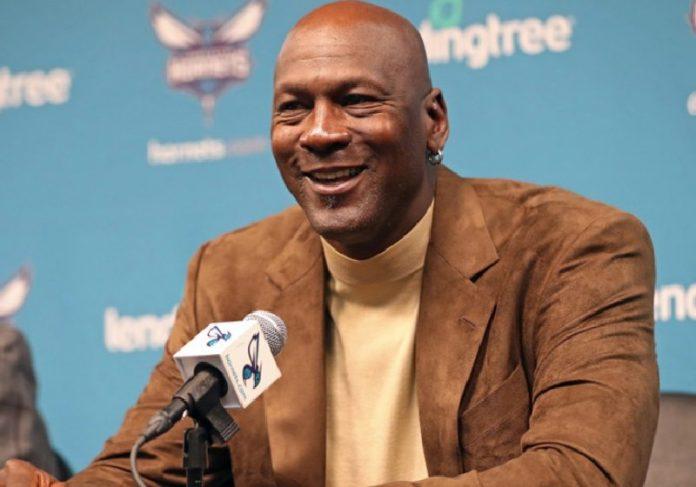 Michael Jordan doou U$ 1 milhão para ajudar pretos a cursar universiade - Foto: Divulgação/NBA