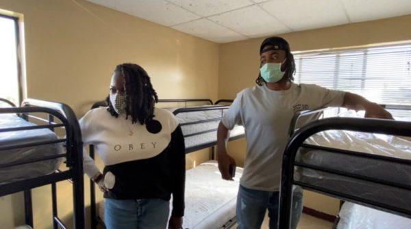 Najee mostra o antigo quarto que vivia com a família. - Foto: reprodução