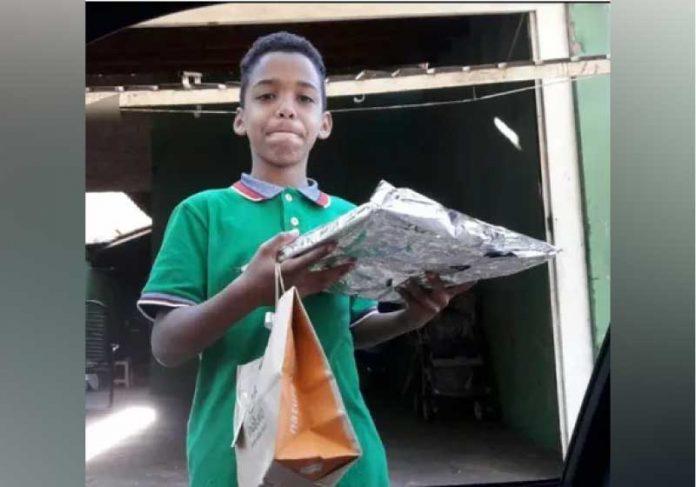 Yago viralizou após pedir ajuda para comprar um presente para a mãe com R$ 12. - Foto; reprodução Facebook