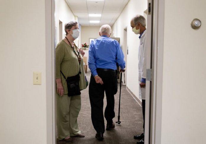 Henry Magendantz, que participa dos testes do remédio contra Alzeimer - Foto: Kayana Szymczak / NYT