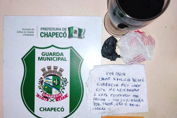 Bilhete deixado por cozinheira. - Foto: Guarda Municipal de Chapecó