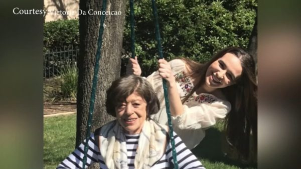 Victoria e a avó. - Foto: arquivo pessoal