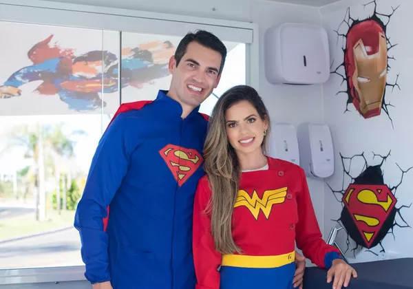 Ricardo e a esposa que também é médica Fotos: Arquivo Pessoal