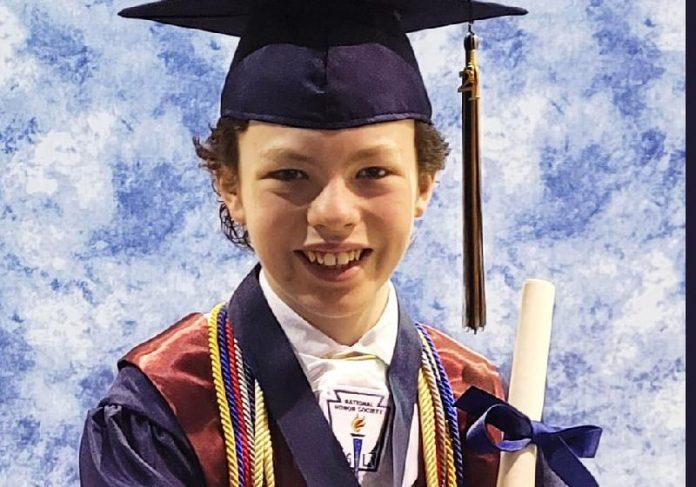 Mike Wimmer, o gênio de 12 anos que se formou no colégio e na faculdade na mesma semana - Foto: Reprodução / Facebook / Melissa Wimmer