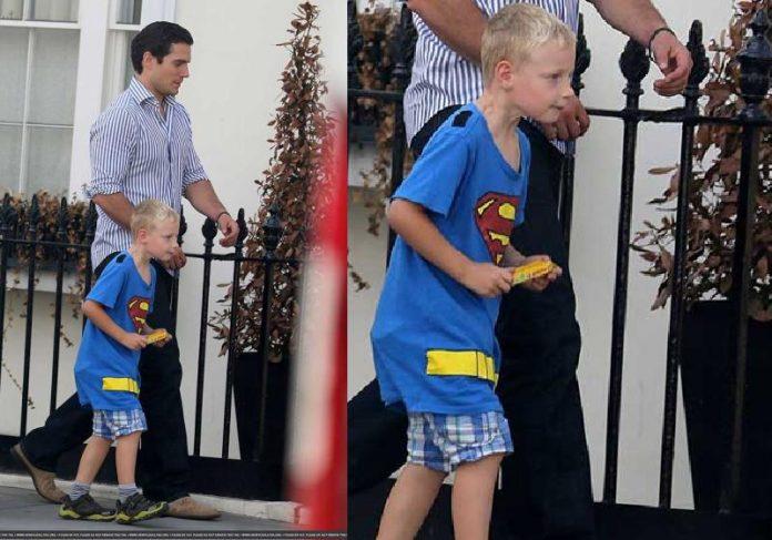 O Superman Henry Cavill foi à escola provar que o sobrinho não é mentiroso - Foto: reprodução / TechArt
