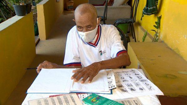 Pedro Souza estudando - Foto: Reprodução/TV Gazeta