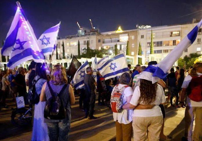 Israelenses nas ruas - Foto: Amir Cohen /REUTERS