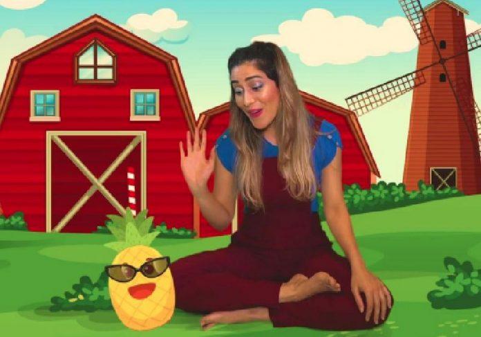 Ariadne ensinando meditação e yoga para crianças no Youtube - Foto: reprodução