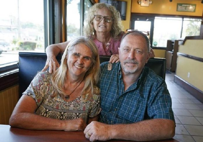 Mylaen, Jim e Debby após o transplante de rim - Foto: AP