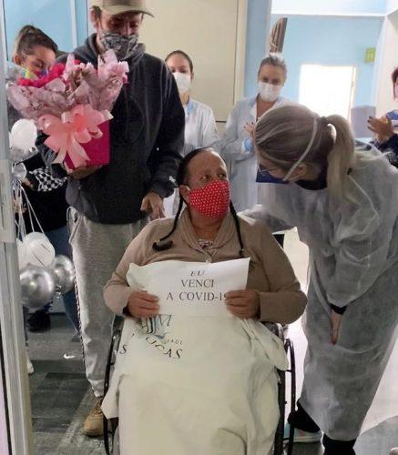 Dona Prudência recebe alta de hospital - Foto: reprodução Instagram @t.mfisioterapia