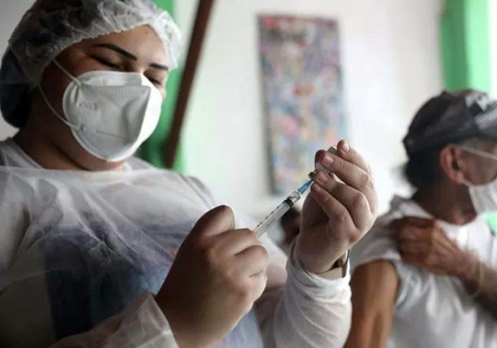 Fortaleza inicia vacinação da população geral com 7,7 pessoas já no primeiro dia. - Foto: divulgação Prefeitura de Fortaleza