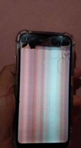 Celular encontrado com danos. - Foto: reprodução Facebook