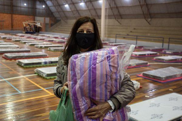 Cobertores foram entregues nas noites frias. - Foto: divulgação