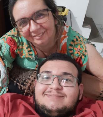 Maria Lopes e o filho Emanuel - Foto: reprodução / UniFacisa