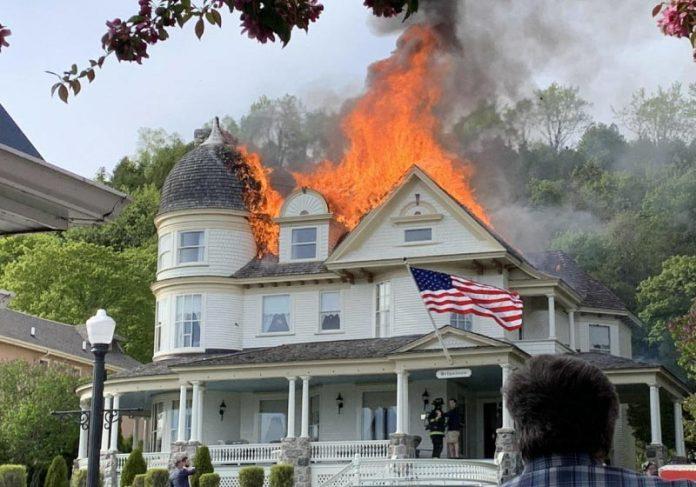Comunidade ajuda noivos e organiza festa de casamento destruída por incêndio - Foto: reprodução Facebook