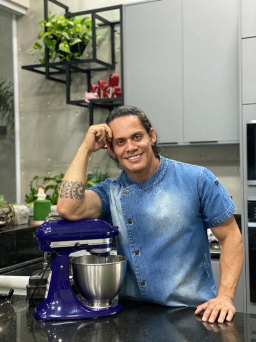 Jonathas é com cake designer apaixonado por doces - Foto: arquivo pessoal