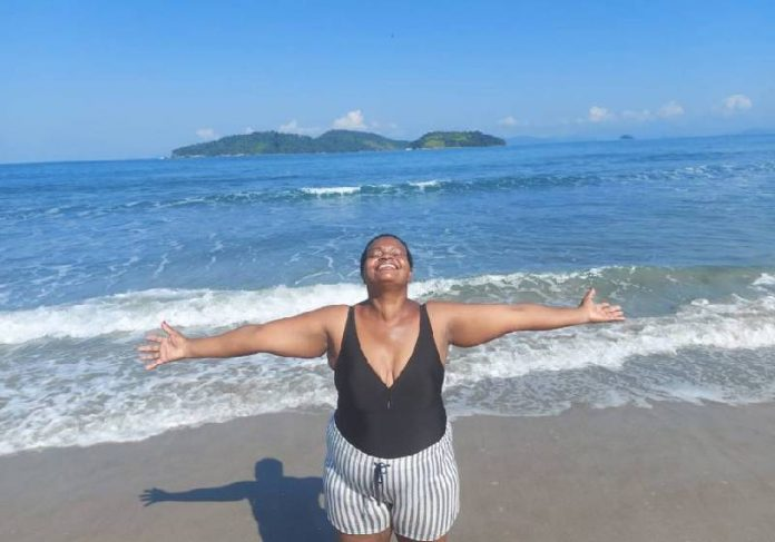 Madalena recebeu indenização e comemorou aniversário na praia - Foto: arquivo pessoal