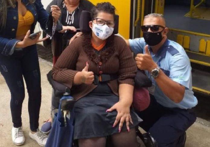 Leia e o motorista Gaúcho, que desvio da rota para deixá-la em segurança - Foto: Reprodução/BNT-PG