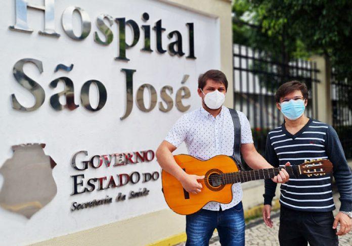 Paciente grava música em homenagem a equipe que cuidou dele durante internação pela Covid-19 - Foto: Diego Sombra