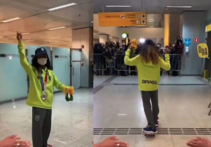 Na chegada ao Brasil Rayssa Leal foi recepcionada por fãs no Aeroporto de Guarulhos - Fotos: reprodução / Instagram